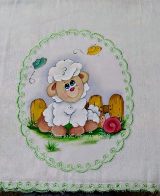 pintura em tecido medalhão verde com ovelhinha