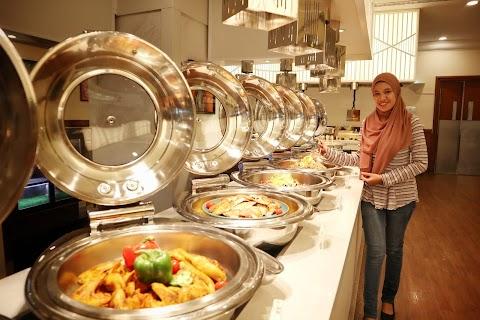 Nikmati Hidangan Berkonsepkan Oriental BBQ Bazaar & From The Land to  The Ocean di Evergreen Laurel Hotel Penang