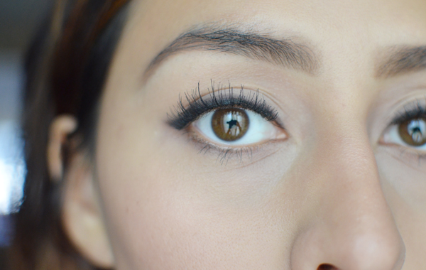 how to tell if someone is wearing fake eyelashes