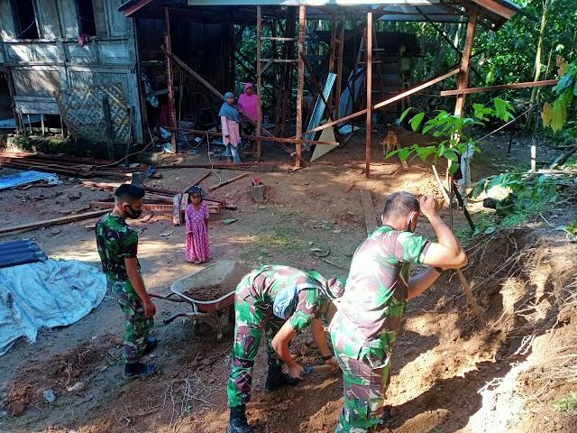 Terjunkan Personil Satgas TMMD Untuk Bangun Rumah Layak Huni