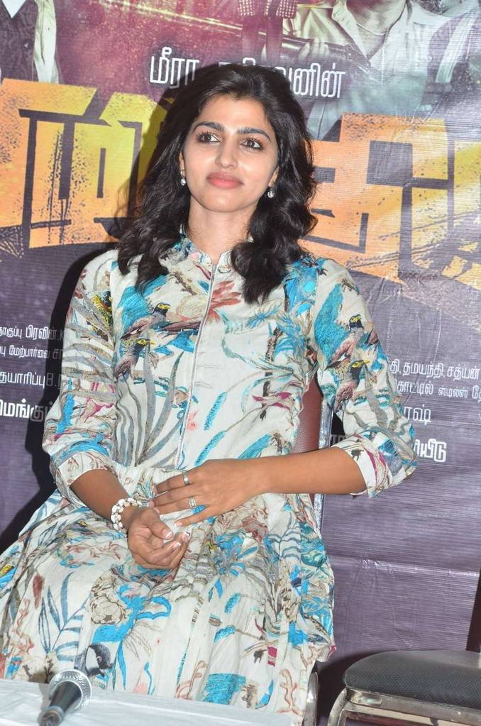 Sai Dhansika At Vizhithiru Movie Press Meet Event Gallery