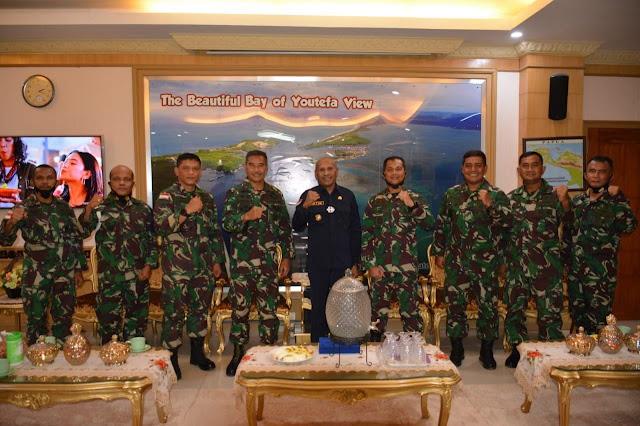 Yeheskiel Katiandagho Silaturahmi ke Walikota Jayapura, Benhur Tomi Mano.lelemuku.com.1.jpg