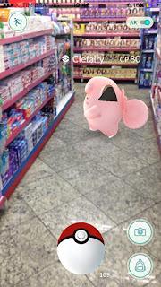 Pegar pokémon na farmácia pode ser interessante.