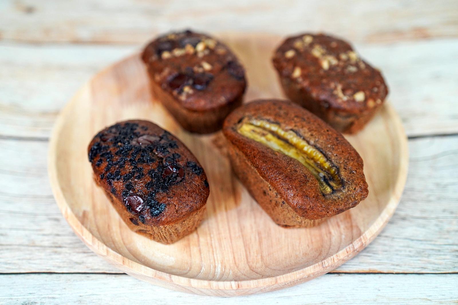 d. owl baker: mini banana loaves