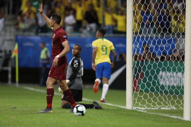 Com 2 gols anulados pelo VAR, Brasil empata com a Venezuela e sofre vaias em Salvador