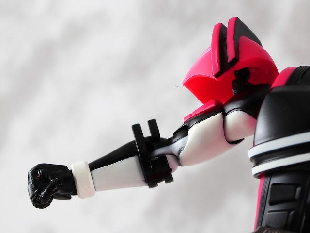 【玩具人Jerry Yuen投稿】S.H.Figuarts -真骨彫製法- 假面騎士帝騎 開箱玩評