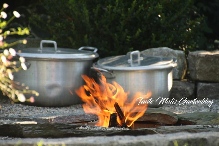 Kiesgarten mit Feuerstelle