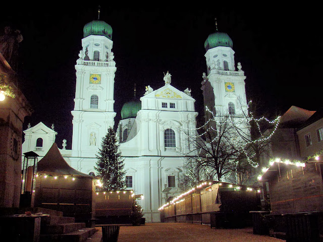St. Stephan's in Passau long after the Christmas market has closed.