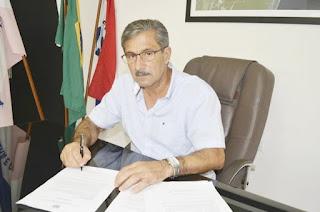 http://vnoticia.com.br/noticia/4672-prefeito-de-presidente-kennedy-passa-mal-e-e-encaminhado-as-pressas-para-hospital