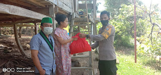 Polres Sinjai Bersama HMI Cabang Sinjai Salurkan Paket Bantuan Dari Mabes Polri