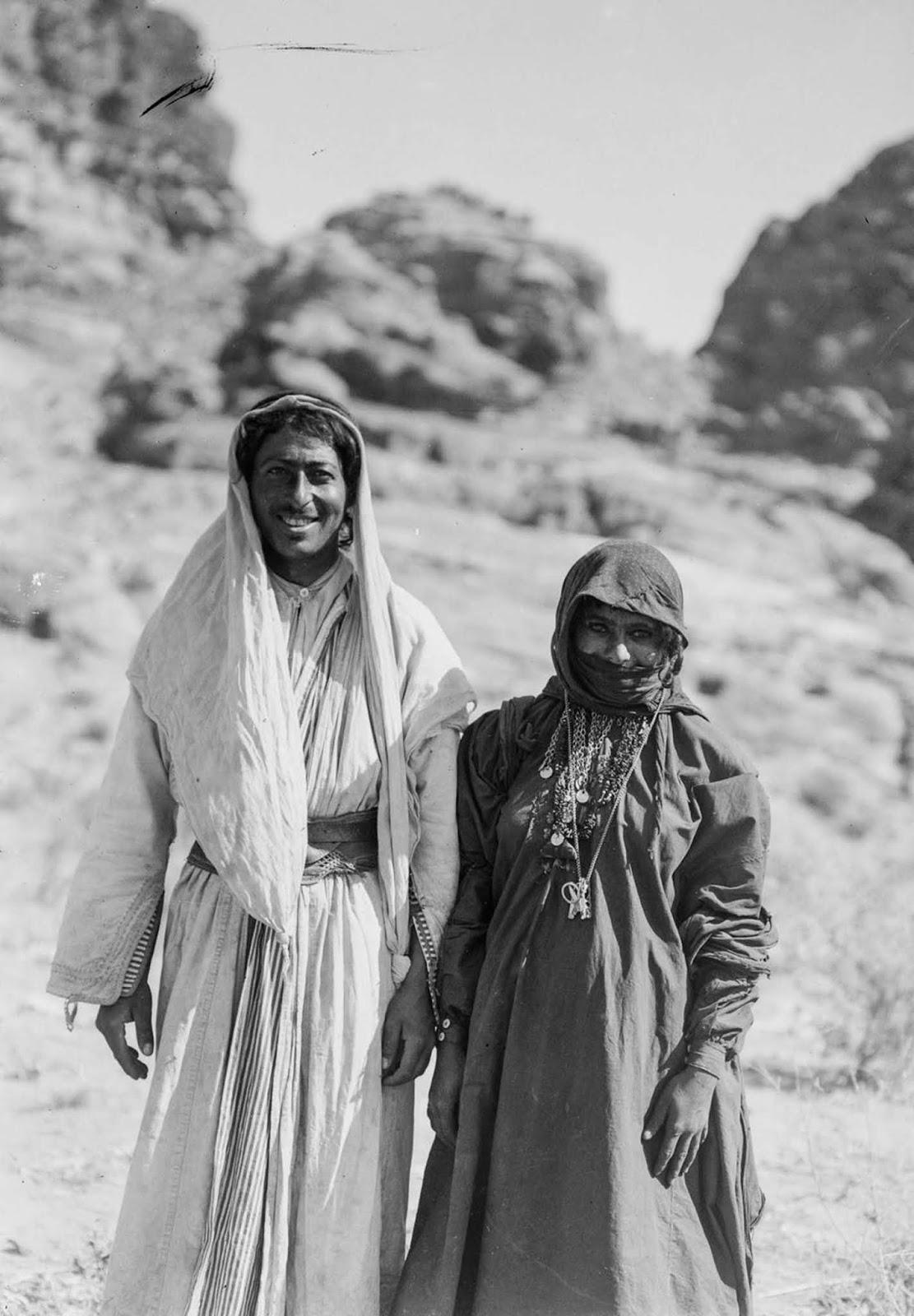 A Bedouin couple.