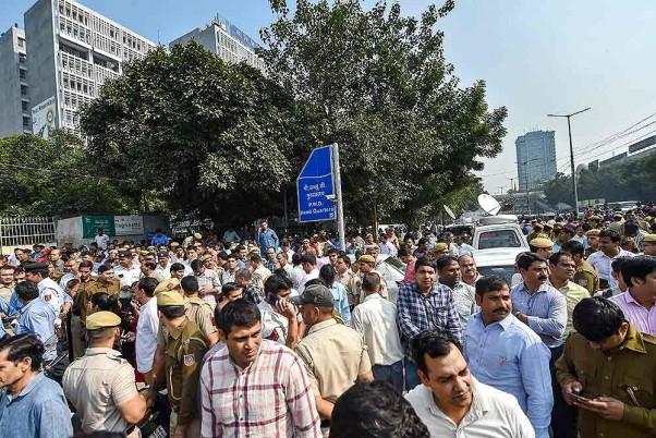 11 घंटे बाद खत्म हुआ दिल्ली में पुलिसवालों का धरना