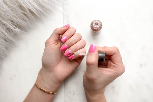 How to Easily Whiten Your Nails
