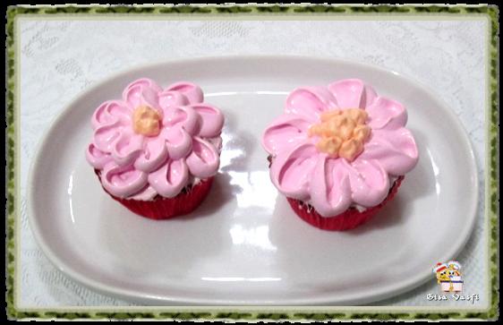 Bolo e cupcake de groselha com beijinho de coco 16
