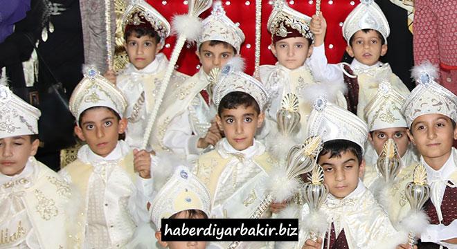 Diyarbakır Büyükşehir Belediyesinden çocuklara sünnet şöleni