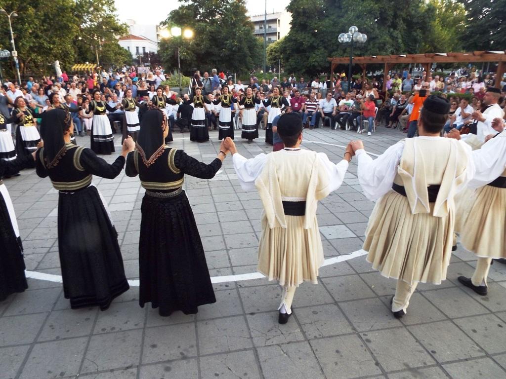Μεγάλη βλάχικη γιορτή στα Τρίκαλα (ΦΩΤΟ)