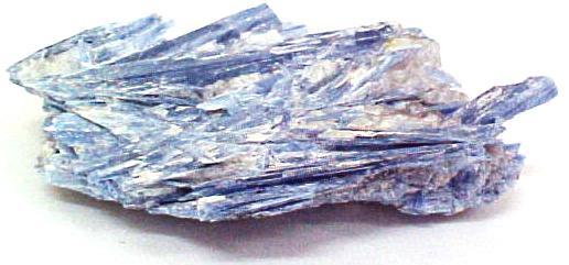 Resultado de imagem para cristal cianita azul