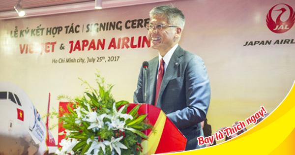 Phó tổng giám đốc điều hành Japan Airlines ông Tadashi Fujita tại buỗi lễ