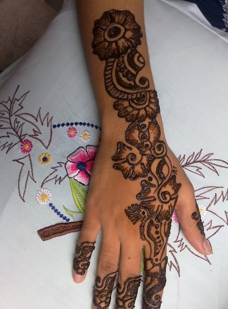 download all pictures free chand raat girls mehndi