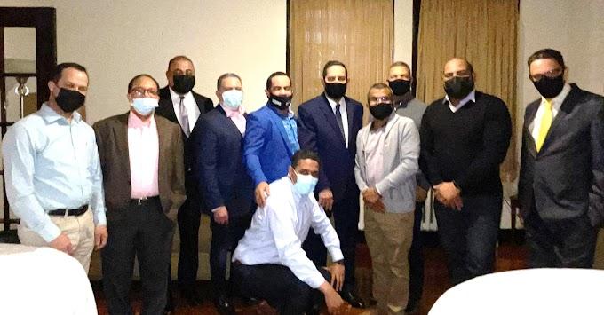Sacerdote y empresarios se reúnen  con el cónsul Jaquez en iglesia de El Bronx para informarse sobre planes comunitarios