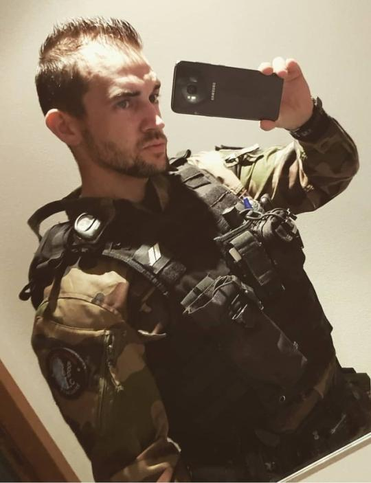 handsome-manly-soldier-military-uniform-selfie