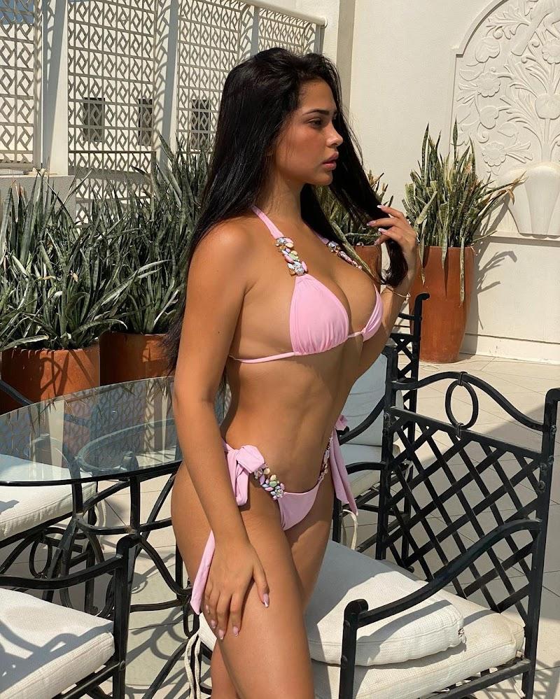 Ana Paula Saenz In Bikini Instagram Click - 28 Oct-2020