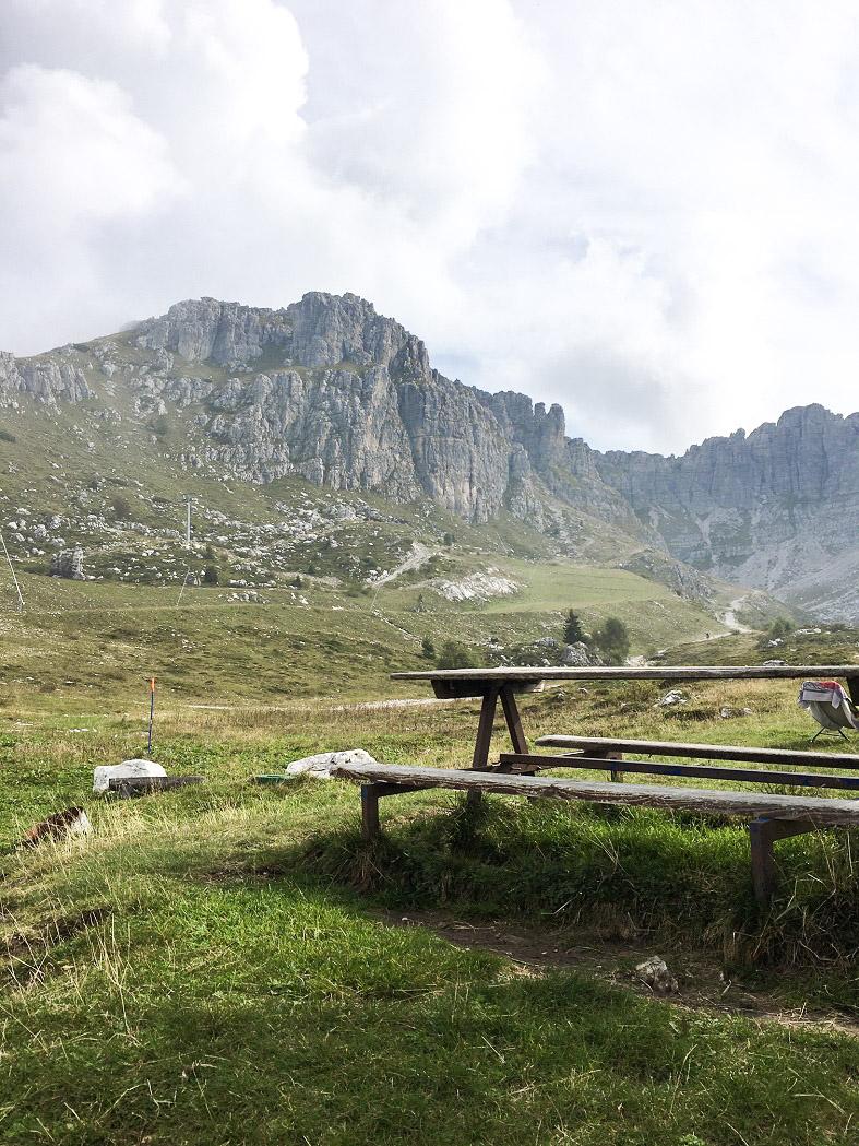 Trekking ai Piani di Bobbio in Valsassisa