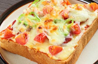 بيتزا التوست بالدجاج والمشروم