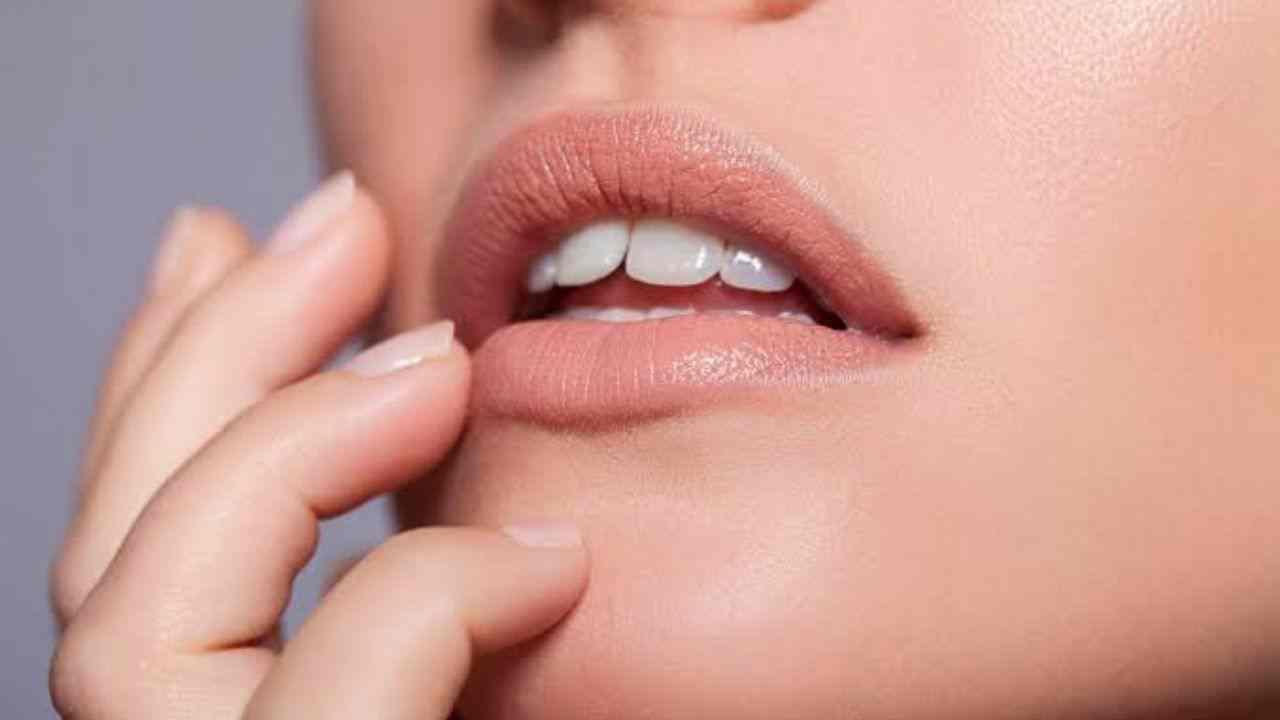 Home Remedies to Lighten Dark Lips | HealthInsta