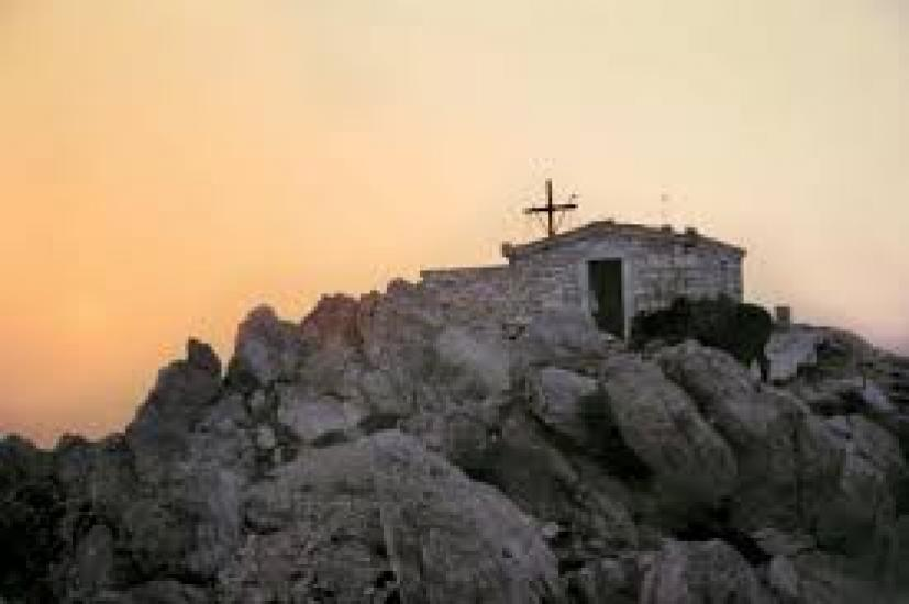 Οι «αόρατοι ερημίτες» και ο ναό της Μεταμορφώσεως του Σωτήρος στην κορυφή του Άθωνα..