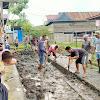 Antisipasi Banjir Tahunan, Warga Lingkungan Dua Awassalo Gotong Royong