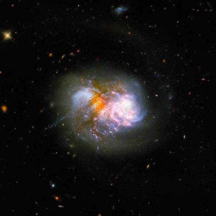 Hubble flagra dupla dinâmica e deslumbrante de galáxias