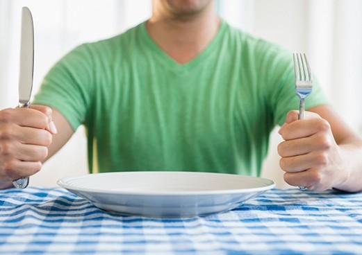 Τέσσερις λόγοι που αισθάνεστε συνεχώς πεινασμένοι