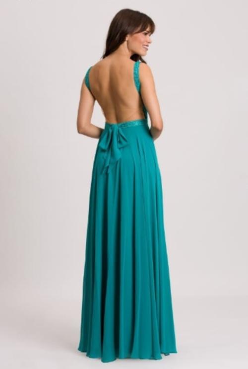 vestido de festa longo verde com decote nas costas para casamento durante o dia