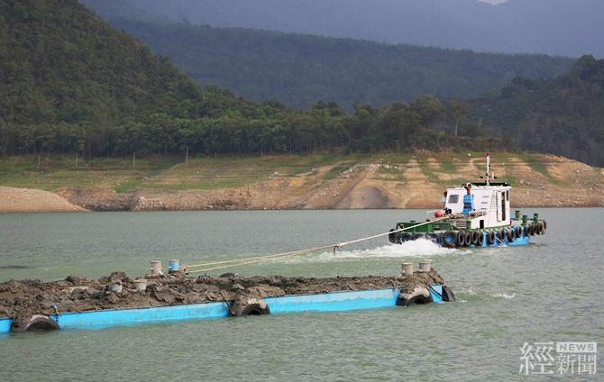 把握枯水期清淤 水利署長視察曾文水庫抽泥作業 - 經 News | 經新聞