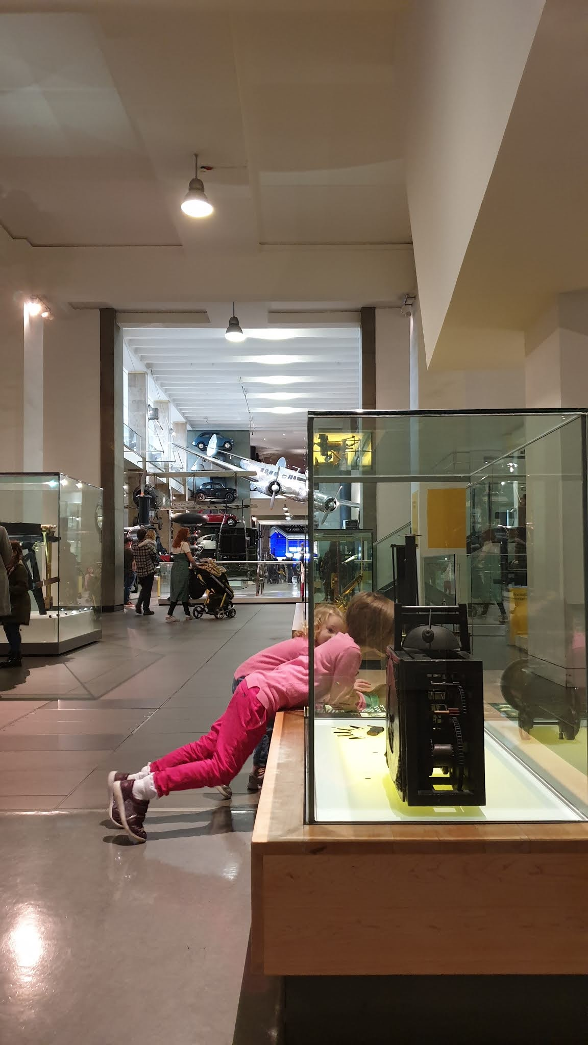 kids at science museum exhibitions