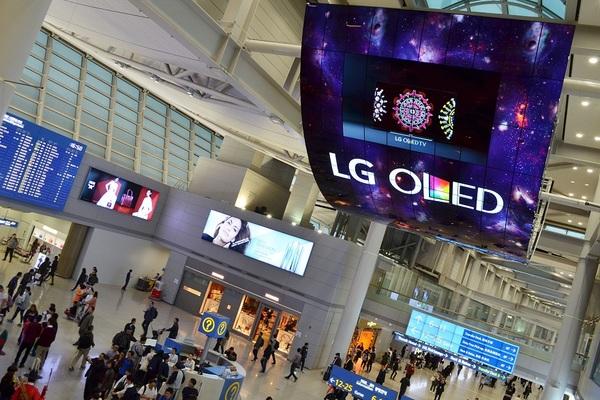 شركة LG تكشف عن أول تلفزيون ذكي بشاشة قابلة للطي
