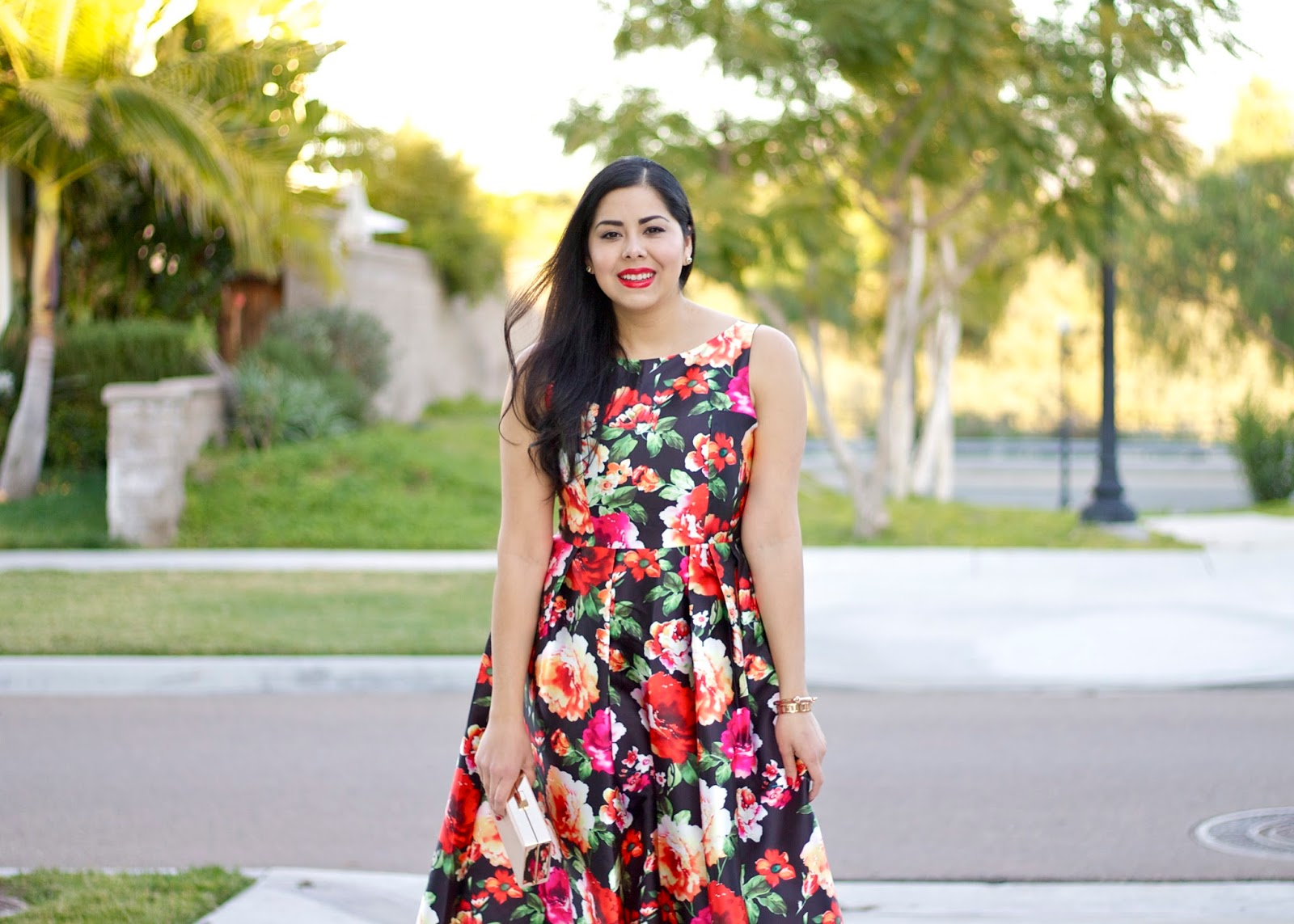 Bare Minerals Red lips, bold print dress, chic fashion blogger, latina fashion blogger