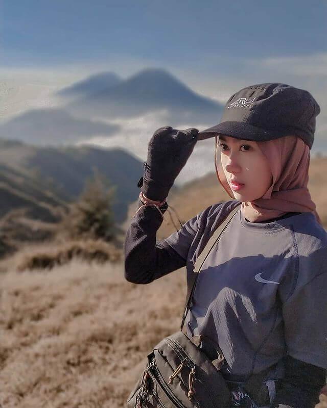 celna yang cocok untuk pendaki wanita saat mendaki gunung - foto instagram sintya.dap22