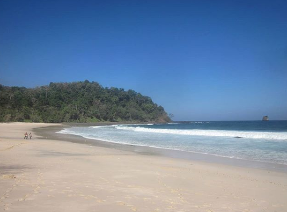 tempat wisata Pantai Sendiki malang