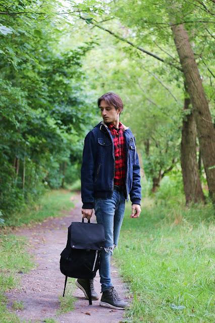 Outfit na wyprawę z plecakiem Pariso