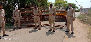 जालौन पुलिस द्वारा प्रत्येक व्यक्ति की चेकिंग कर लॉकडाउन का सख्ती से पालन कराया  Jalaun police checked every person and strictly followed the lockdown        संवाददाता, Journalist Anil Prabhakar.                 www.upviral24.in