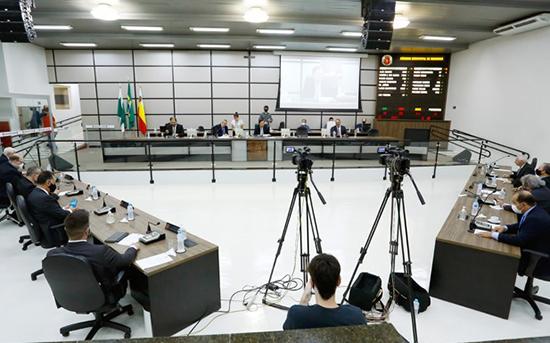 Vereadores de Maringá na última sessão do ano.