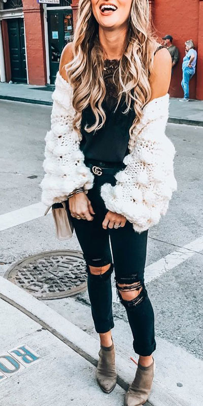 Look your best when you step out this holiday season. Here are 22 pure holiday style inspiration new ways to dress and impress in the upcoming christmas season. Holiday Fashion via higiggle.com | knit cardigan + jeans outfits | #fashion #holiday #knit #cardigan