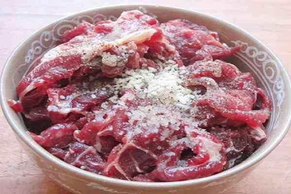 Quy trình cách nấu bún bò Huế đơn giản