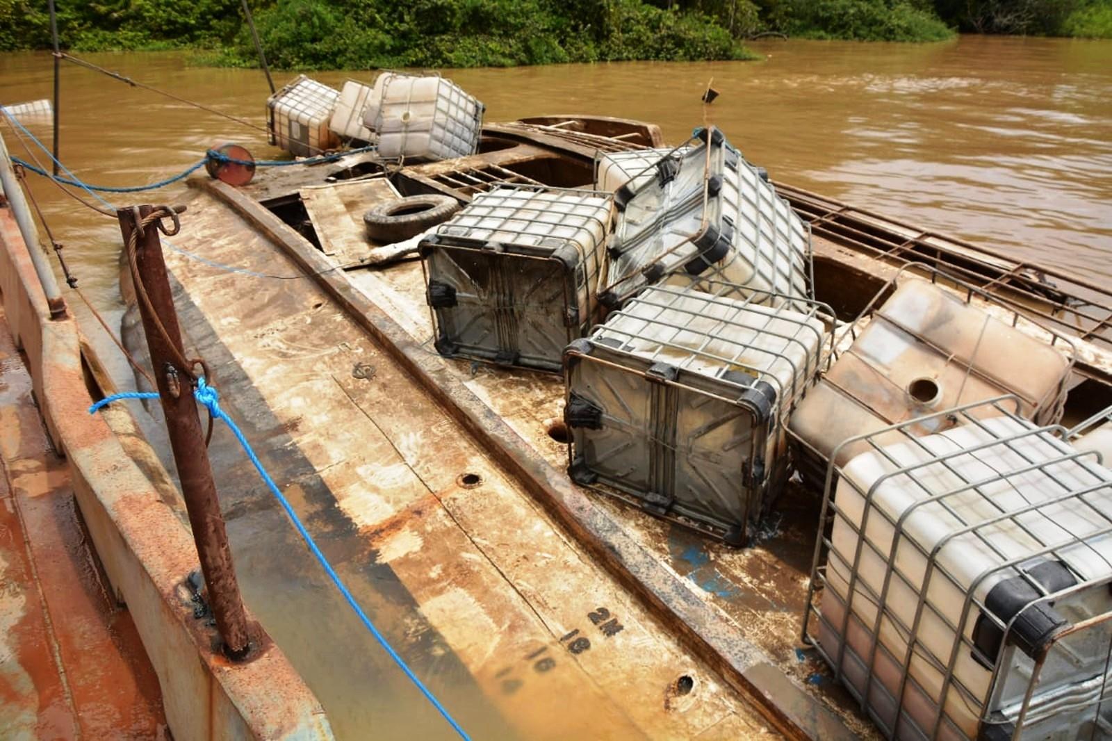Tribunal do Amapá manda soltar comandante do Anna Karoline; navio é içado