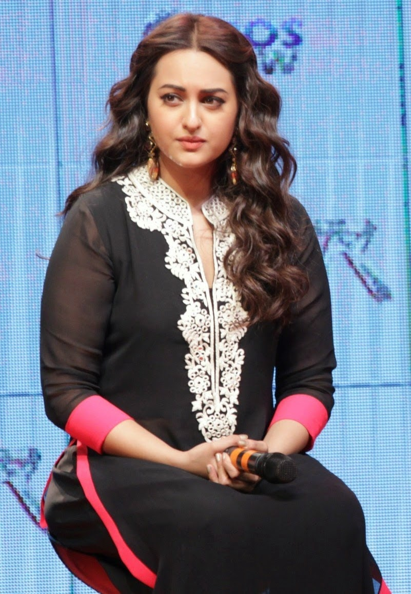 Sonakshi Sinha Cute In Black Dress  Cute Marathi -5844