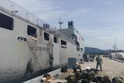 KRI dr. SOEHARSO 990 dan 2  Heli Tiba Di Mamuju Bawa Tenaga Medis Dan Bantuan Logistik