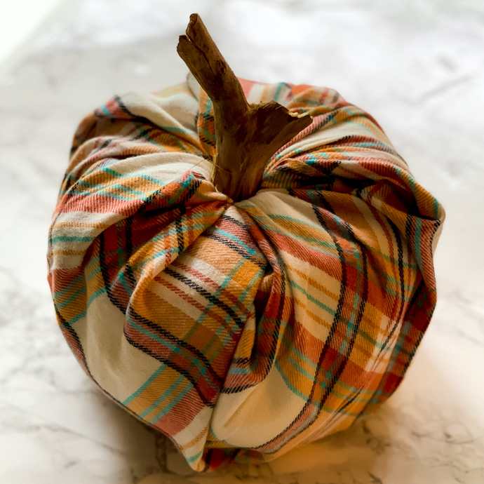 How to make plaid pumpkins with toilet paper rolls