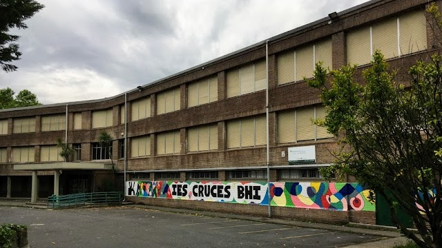 El instituto de Secundaria de Cruces denuncia que el Gobierno Vasco ni responde al teléfono ante el caos de falta de profesores